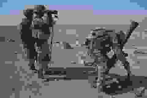 Lính liên minh nhảy dù xuống khu vực gần thành phố Raqqa