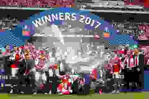Khoảnh khắc ngây ngất của Arsenal với chiếc cúp FA