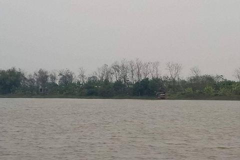 Triệt phá sới bạc giữa sông Hồng, một con bạc nhảy xuống sông đuối nước