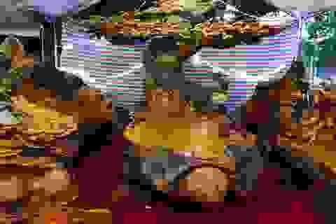 """Chiêm ngưỡng bộ bàn ghế """"tứ linh"""" bằng gỗ trai nghìn năm giá gần 3 tỷ đồng"""