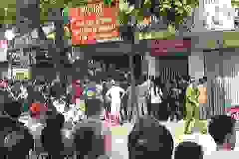 Hà Nội: Nam thanh niên dùng súng uy hiếp một phụ nữ làm con tin