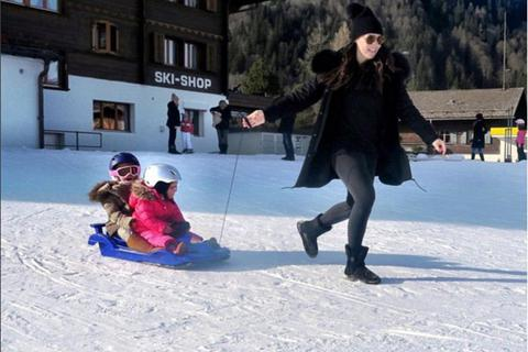 Con gái tỷ phú F1 khoe ảnh kỳ nghỉ bên gia đình