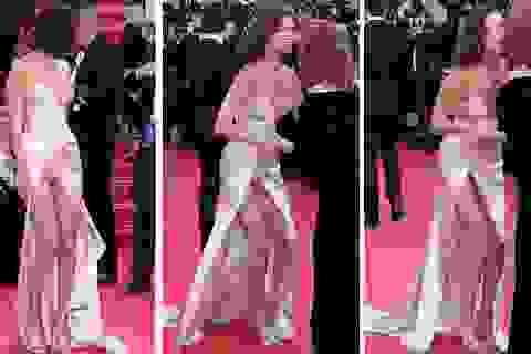 """Siêu mẫu 9X """"hớ hênh"""" trên thảm đỏ Cannes 2017"""