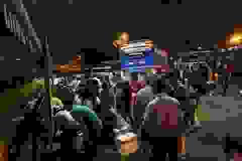 Bến xe đông nghịt từ nửa đêm, đường phố Sài Gòn kẹt cứng