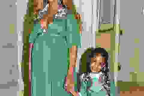 Beyonce Knowles cho con gái cưng diện váy gần 600 triệu đồng đi dự tiệc