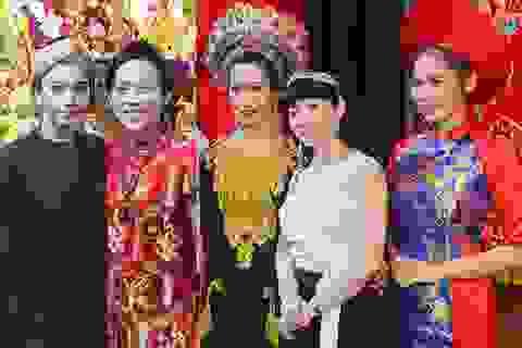 Nghệ sĩ Việt tại TPHCM nô nức trong ngày giỗ Tổ