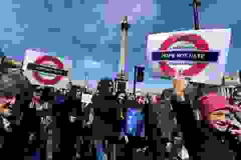 """Hàng chục nghìn người biểu tình phản đối """"cuộc ly hôn  65 tỷ USD"""" Brexit"""