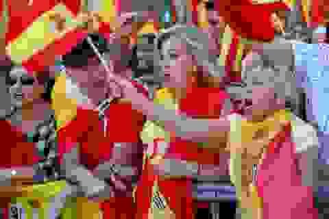 """""""Biển"""" người biểu tình đòi thống nhất Tây Ban Nha"""