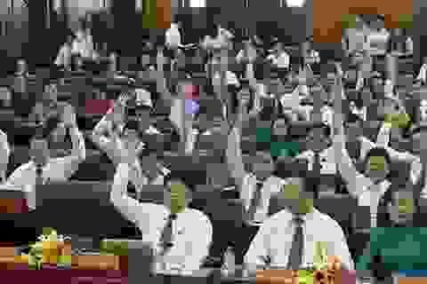 Bí thư Đà Nẵng yêu cầu đại biểu giơ tay vì biểu quyết trên máy quá chậm