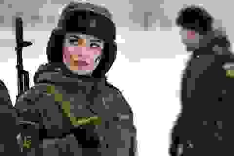 Vẻ đẹp hút hồn của nữ binh sĩ Nga