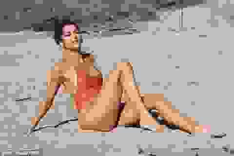 Nữ diễn viên người Mỹ khoe dáng gợi cảm trên bãi biển
