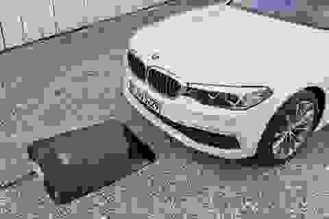 BMW giới thiệu thiết bị sạc không dây cho xe chạy điện