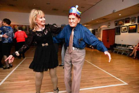 Bí quyết sống thọ thú vị của cụ ông 103 tuổi