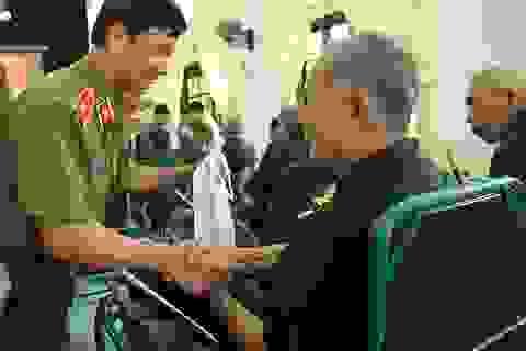 Thầy trò Học viện An ninh tri ân các cựu chiến binh tại Hà Nam