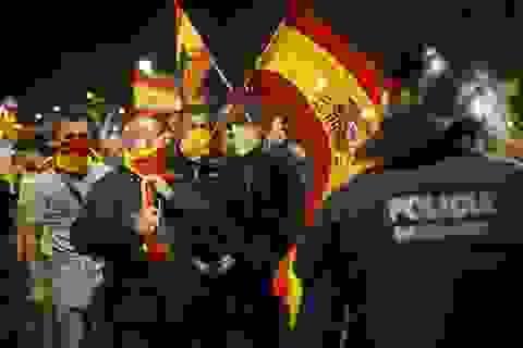Hai thái cực đối lập tại Catalonia sau tuyên bố độc lập