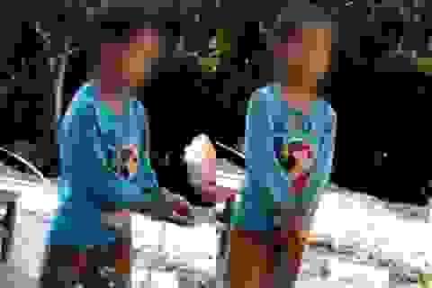 Bé trai 7 tuổi bị xích cả tay lẫn chân như động vật, nhiều người phẫn nộ khi biết sự thật