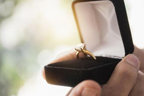 Màn cầu hôn lãng mạn khiến cả thành phố xôn xao chờ kết quả