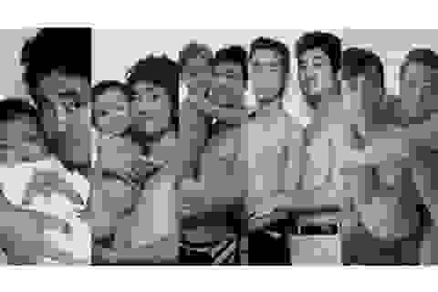 Thú vị bộ ảnh cha chụp cùng một phong cách với con trai suốt 29 năm