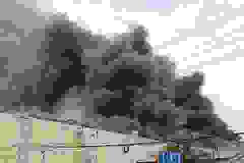 Hơn 200 chiến sĩ tham gia dập lửa tại công ty may
