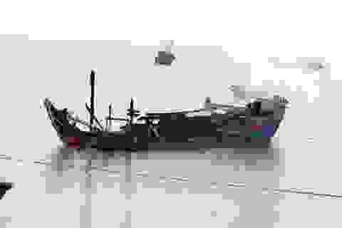 Ngư dân mất hàng tỷ đồng vì 3 tàu cá bốc cháy trong đêm