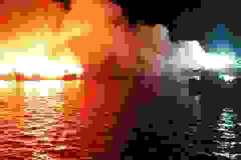 5 giờ cứu 3 tàu cá cháy dữ dội giữa biển