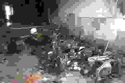 Cháy nhà nghỉ, 13 người bị thương