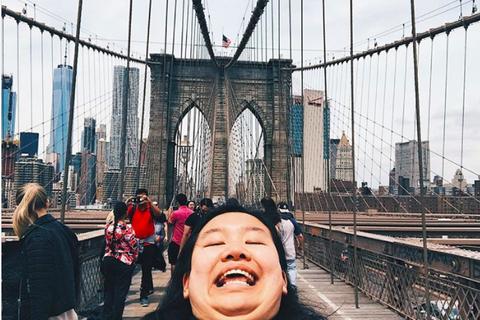 Cô gái 21 tuổi mở màn trào lưu chụp ảnh khoe cằm 2 ngấn hài hước