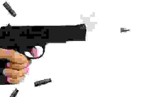 """Chồng 72 bắn vợ 28 vì bị chê """"chuyện chăn gối"""""""