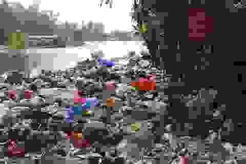 """Hà Nội: Dân làng khổ sở vì """"sống chung với rác"""""""