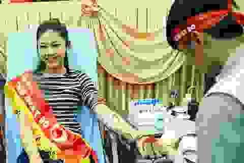Hoa hậu Ngọc Hân, Á hậu Thanh Tú hiến máu tại Ngày Chủ nhật Đỏ