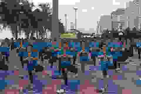 Gần 3.000 người đồng diễn Yoga tại 3 tỉnh thành kỉ niệm ngày Quốc tế Yoga 21.6.2017