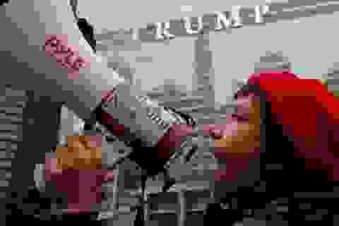Người Mỹ xuống đường biểu tình đúng 100 ngày ông Trump làm tổng thống