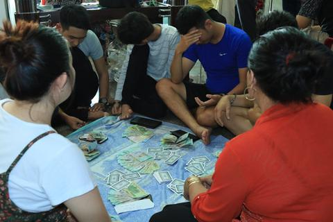 Bắt nhóm thanh niên sát phạt ăn tiền trong ngày nghỉ lễ