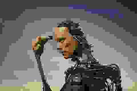 """Con người sẽ trở thành người """"siêu tinh nhuệ"""" và đánh bại rô-bốt"""