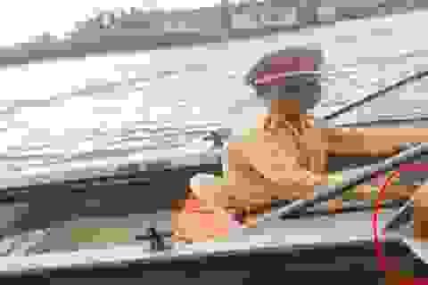 Đình chỉ 2 chiến sỹ CSGT nghi nhận mãi lộ trên sông