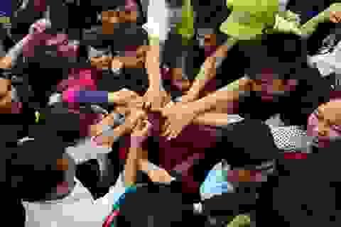 Yêu cầu sư ông ném lộc ở chùa Hương tường trình vụ việc