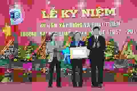 Tặng Huân chương Lao động cho Hiệu trưởng Đại học Luật Huế