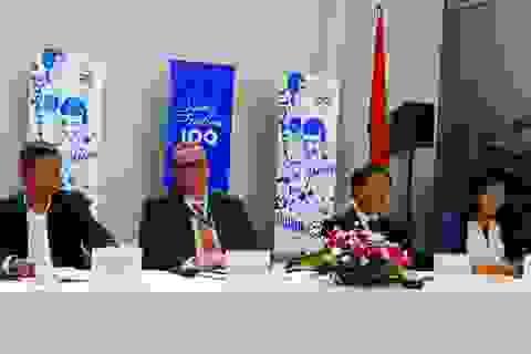 Tân Đại sứ Phần Lan tham gia trồng cây 100 cây xanh tặng Hà Nội