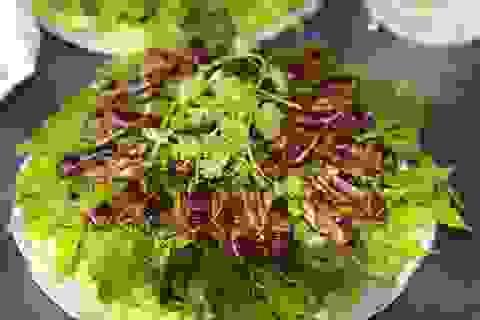 """Lên Sơn La, chỉ khách quý mới được chiêu đãi """"đại tiệc"""" côn trùng"""