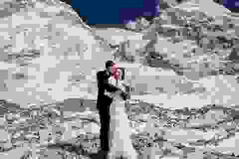 Bộ ảnh tuyệt đẹp của cặp đôi leo bộ 3 tuần để tổ chức lễ cưới trên đỉnh Everest