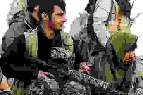 """Mỹ vũ trang dân quân Kurd, quyết đánh """"thủ đô"""" IS"""