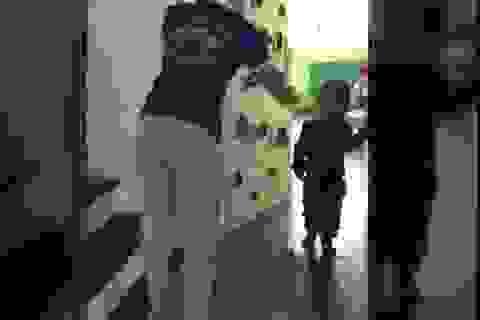 Vụ hai cô giáo dùng dép tát, thúc gối vào bụng trẻ mầm non: Một cô có bằng Cao đẳng Y tế