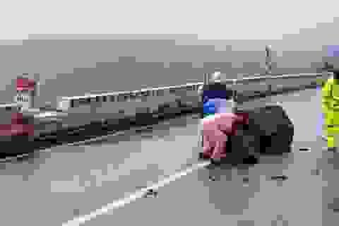Thông tuyến QL 1A trên đèo Hải Vân sau nhiều ngày bị đất đá lở