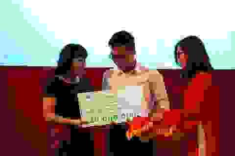 Trường Đại học Quốc tế TP.HCM trao hơn 19 tỷ đồng học bổng cho tân sinh viên