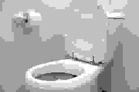 Viên chức nhà nước gây phẫn nộ vì khuyên người nghèo... bán vợ lấy tiền xây toilet