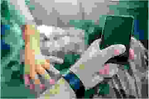 Bố mẹ bị ám ảnh công nghệ gây nên hành vi xấu ở trẻ?