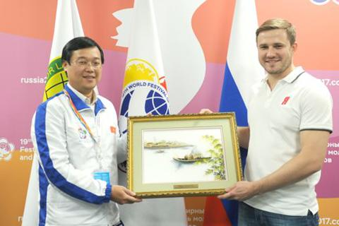 Mời Đội cận vệ trẻ Nước Nga Thống nhất tham gia tình nguyện tại Việt Nam