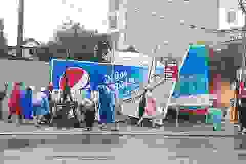 Người dân Đà Nẵng dọn vệ sinh, khắc phục hậu quả mưa bão, đón APEC