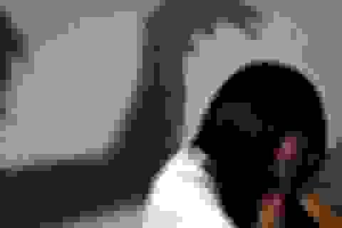 Đột nhập hiếp dâm người phụ nữ góa chồng đang ru con ngủ