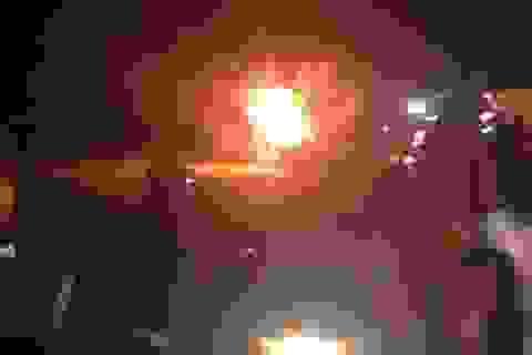Vì sao 2 người đi mua gỗ bị hàng trăm người vây bắt, đốt xe Fortuner?
